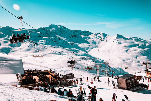 Snowboarders and skiers in Val Thorens